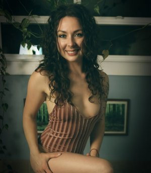 Illyanna call girl, erotic massage