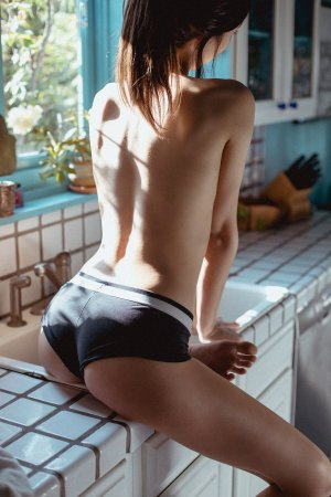 Levana live escort in Gantt and thai massage