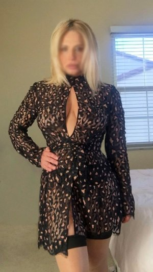Laubna escort and thai massage